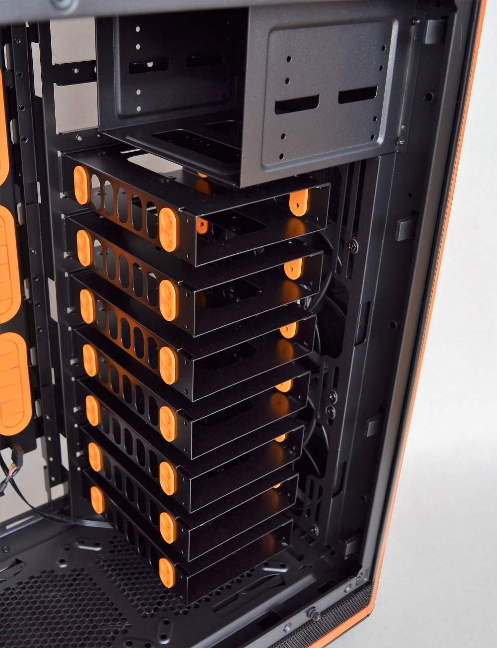 HDD array cages